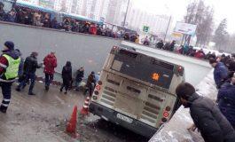 ავტობუსი მიწისქვეშა გადასასვლელში შევარდა - არიან დაღუპულები (ვიდეო)